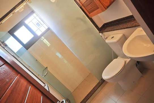 4BDRM TOWN HOUSE FOR RENT IN OYSTER BAY image 14
