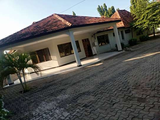 5 bed room house for rent at mikocheni image 1