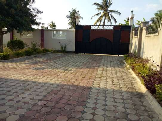 3bed villa at bunju moga tsh 300,000 image 1