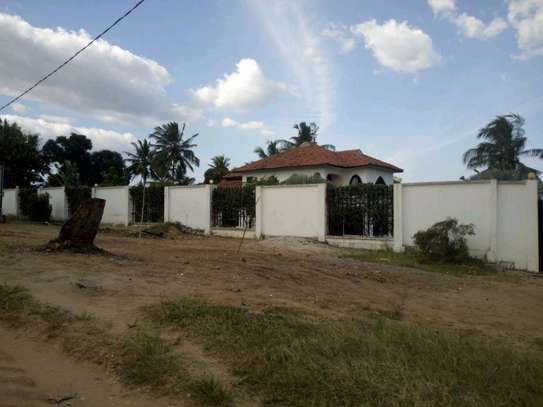 5 bedroom house in Goba close to Goba road. image 11