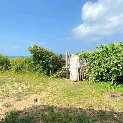 PLOT BEACH FOR SALE BAHARI BEACH image 4