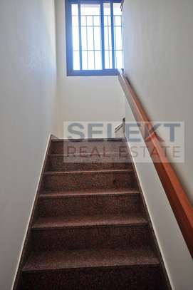 Well maintained 4 Bdrm Villas in Oysterbay image 5