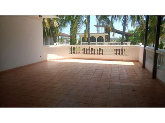 5bed town house at msasani,office,residance $1000pm image 12