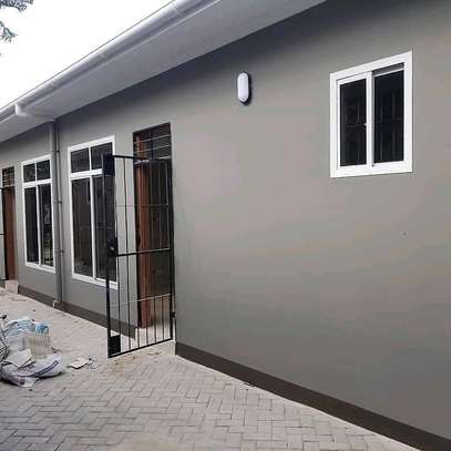 House for rent at kinondoni mwanamboka ,master bedroom sitting room and kitchen at price of tzs 400 ,000/= per month image 9