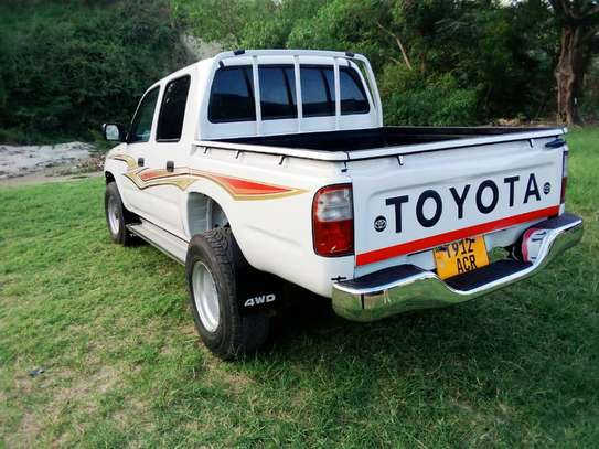 2002 Toyota Hilux Double Cabin Pickup image 9