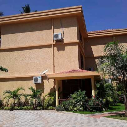 3BEDROOMS FULLYFURNISHED VILLA APARTMENTS 4RENT  AT MBEZI BEACH image 11