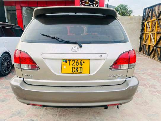2001 Toyota Harrier image 3