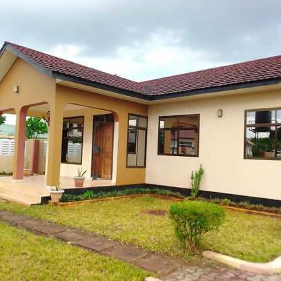 3 bed room house for rent at ununio image 2