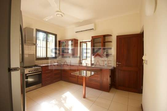 Well maintained 4 Bdrm Villas in Oysterbay image 3