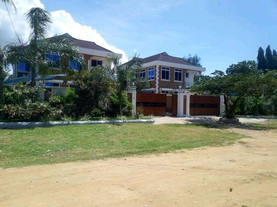 a standalone house at mbezi beach close to main road and close to shoppers plaza is available for rent image 4