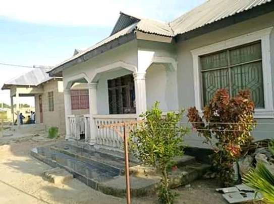 3 bedrooms spacious House going cheap at Mbagala CHAMAZI image 3
