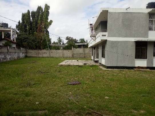 4bed house with big compound and small godown at ada estate