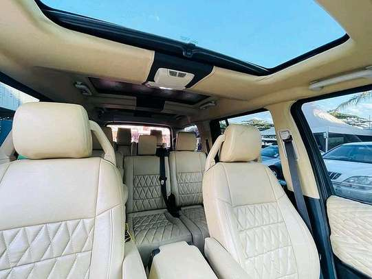 2016 Land Rover discovery image 8