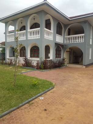 6bedrooms house all en-suite at mbezi beach image 1