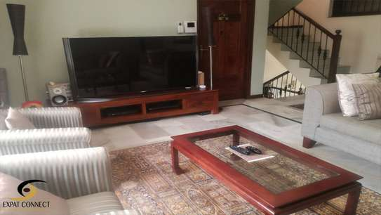 5 Bdrms  Modern Town House in Upanga for rent image 7