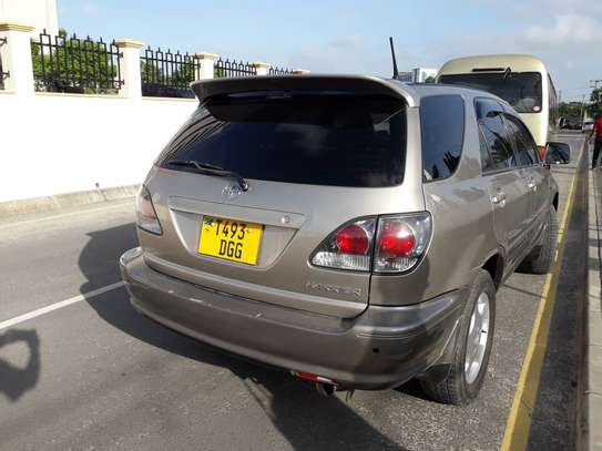 2001 Toyota Harrier image 2