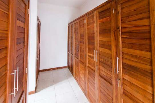 5 Bedrooms  Modern Town House at Oysterbay image 5
