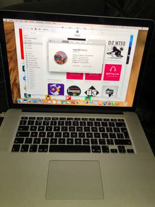 Macbook pro 2015 15.4 inch Retina display i7