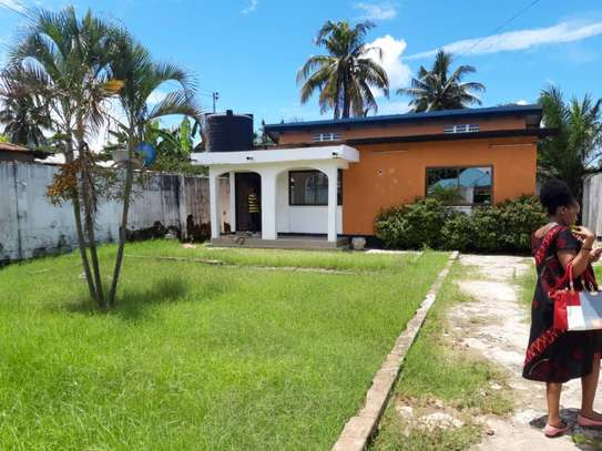 3bed room house at victoria tsh 600000 image 1