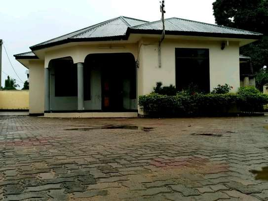 HOUSE FOR RENT BUNJU A image 1