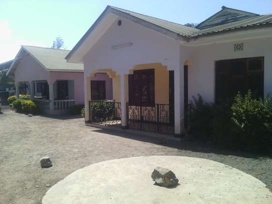 3BEDROOMS HOUSE FOR RENT AT MOSHONO
