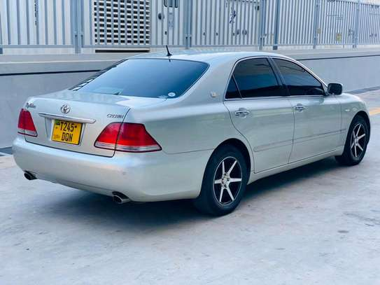 2004 Toyota Crown Royal Saloon image 5