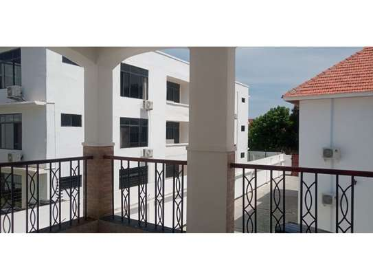 4bed all ensuite town house at oyster bay $2500pm image 15