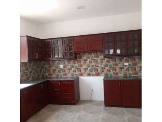 4bed all ensuite town house at oyster bay $2500pm image 7