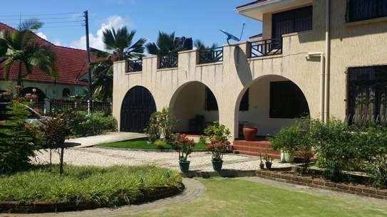 A STANNING FULLY FURNISHED HOUSE AT MBEZI BEACH IS AVAILABLE FOR RENT NOW image 1