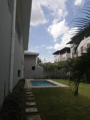 4 bed room house , 2 bed all ensuite for rent at oster bay , and servant quater image 4