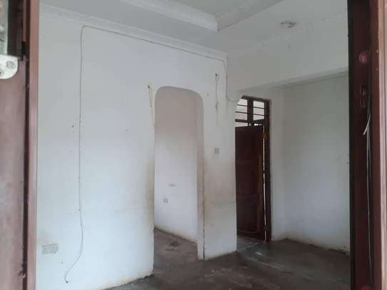 House for rent, location Gmboto station (15 min from Gmboto bus stop) image 9