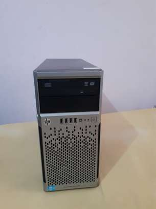 Nauza Hp server proliant ml 310e generation 8, processor intel xeon hdd 750Gb ,RAM 4GB, graphics card 2Gb,nimeweka windows 10 nipo sinza image 1