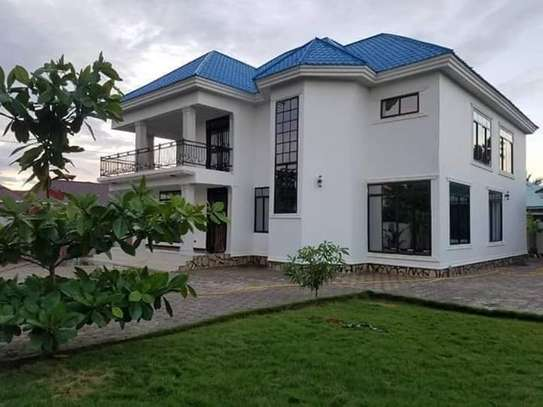 4bed double storie house at kibada kingamboni  1070sqm