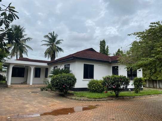 4 bed room house for  rent at mbezi beach maguruwe image 10