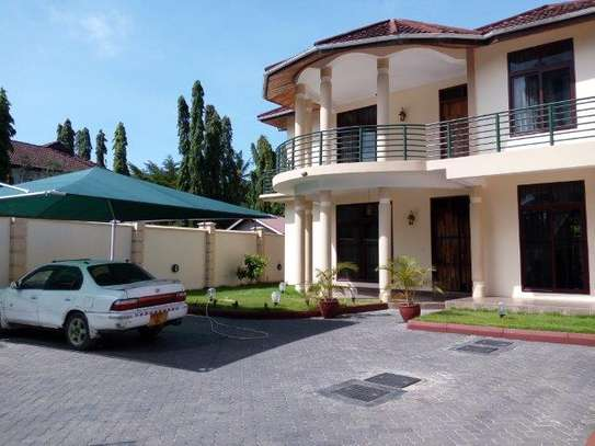6 bedrooms house at mikocheni