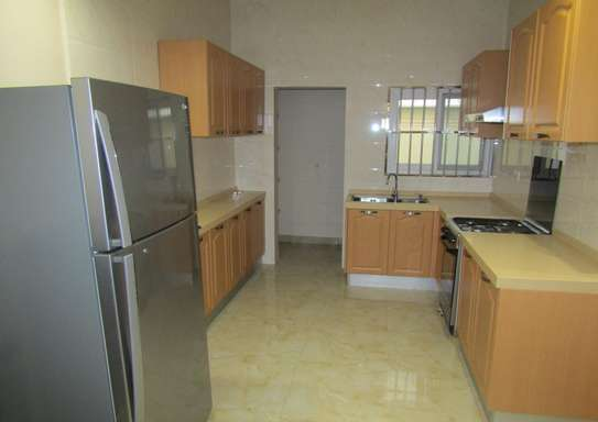 1 & 2 Bdrm Luxury Full Furnished Apartments in Oysterbay image 3
