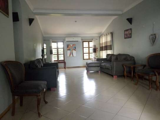 4bed bungalow at ada estate $2000pm nice garden image 4