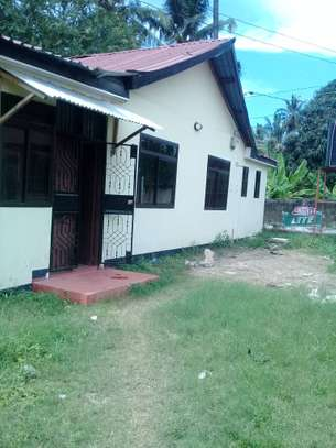 3 bed room house for rent tsh 600000 at mikocheni kairuki
