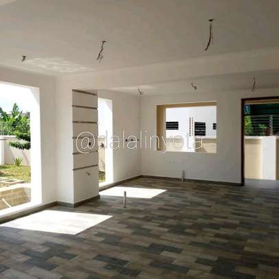 4 BDRM HOUSE AT BAHARI BEACH image 6