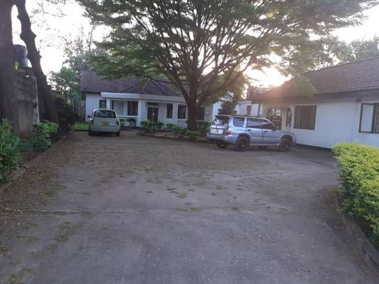 3bed room house in the compound at mikocheni TSH 1million image 9