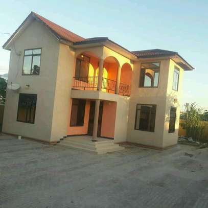 6 Bedroom House For Rent image 6