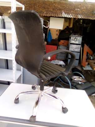 Executive Office Chair..250,000/= image 3