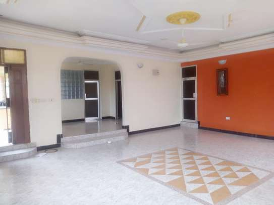 3 bed room house for rent tsh 400000 at kigamboni mianzini image 2