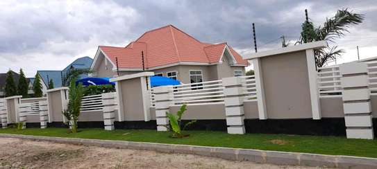 House for sale at dodoma Ilazo, 900 sq.m and good looking image 11