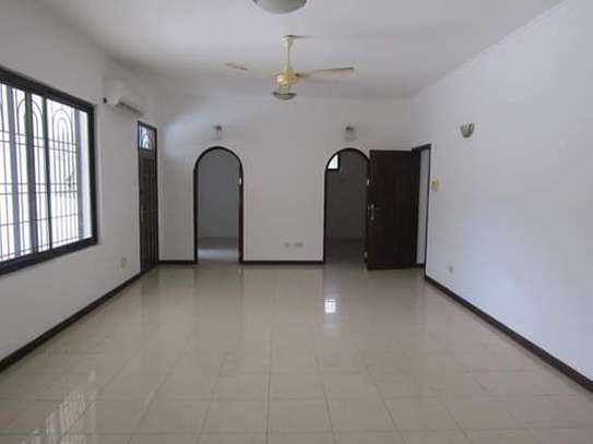 8 Bedrooms Bungalow House for Residential / Commercial Uses in off Oysterbay Ada Estate image 5