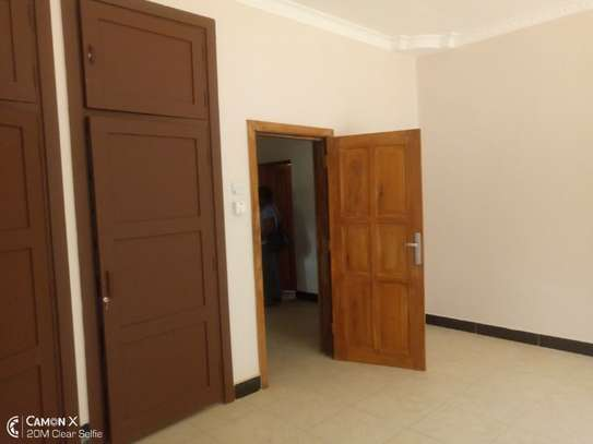 4bed house at oyster bay with big compound $3500pm image 12