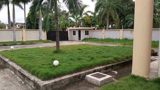 a 5bedrooms bungalow at mbezi beach cool neighbour hood is for sale image 3