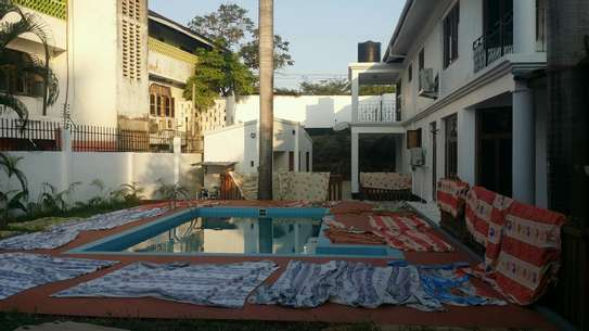 a luxurious standalone mansion is for rent at masaki walkind distance to the beach image 4