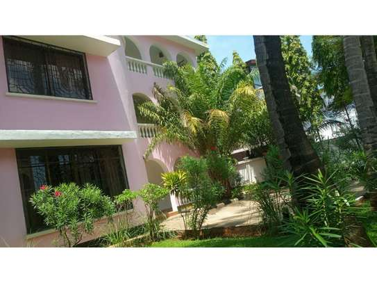 5bed town house at msasani,office,residance $1000pm image 9