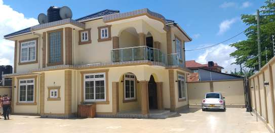 6BEDROOMS HOUSE 4SALE AT KINONDONI image 1